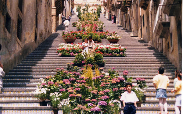 Storia di Caltagirone in Sicilia – La Regina dei Monti