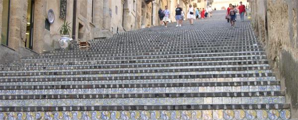 La Scalinata di Caltagirone: Centoquarantadue gradini