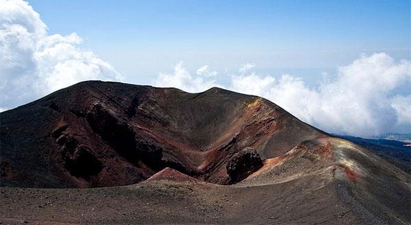 Boschi, grotte, crateri e rifugi dell'Etna